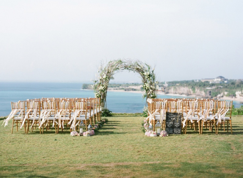 romantic-cliff-top-destination-wedding-in-bali-2