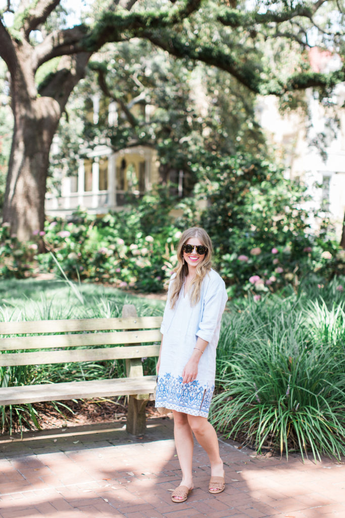 Blue Linen Tunic // Historic District Savannah, GA // Louella Reese Life & Style Blog