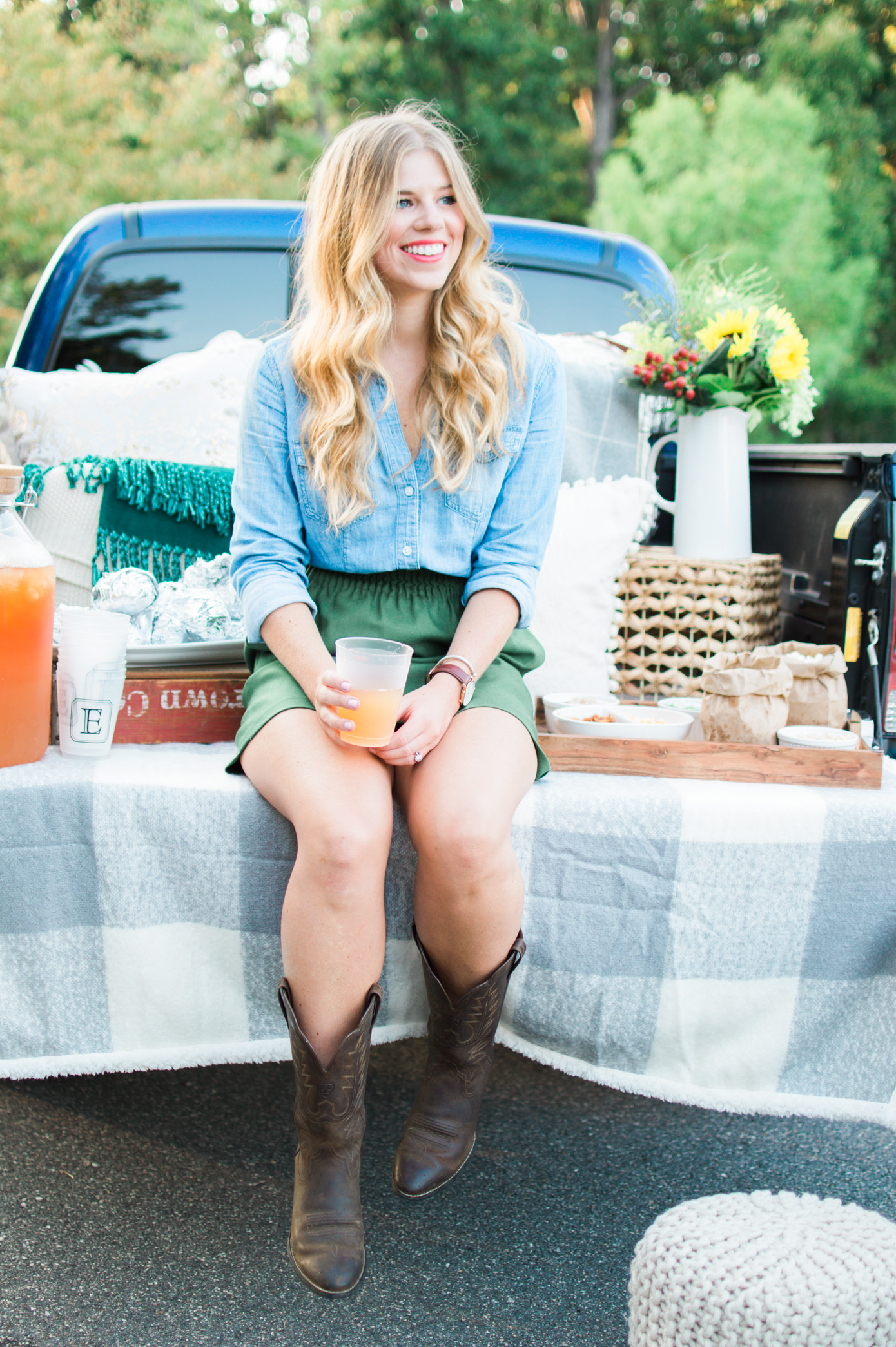 How to Throw a Tailgate Party | Cozy Chic Tailgate | Louella Reese Life & Style Blog