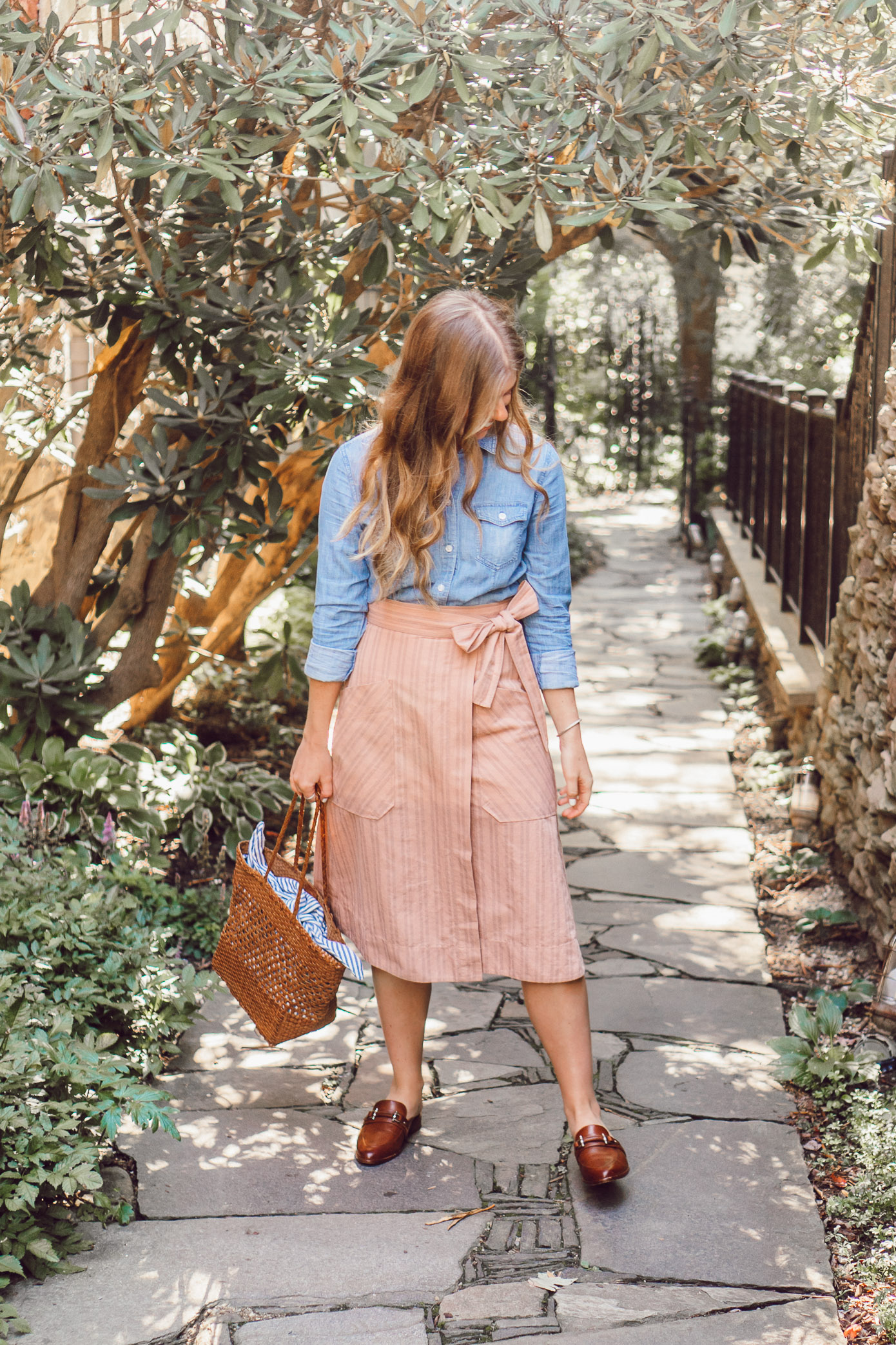 Fall Chambray Three Ways for Three Different Body Types | How to Style a Chambray Shirt Three Ways for the Fall Season featured on Louella Reese