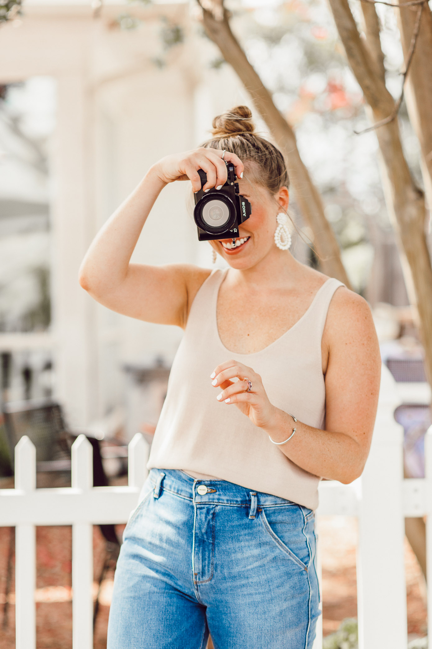 Blogger Photo Editing Tips | How to Find Your Blog Photo Aesthetic featured on Louella Reese