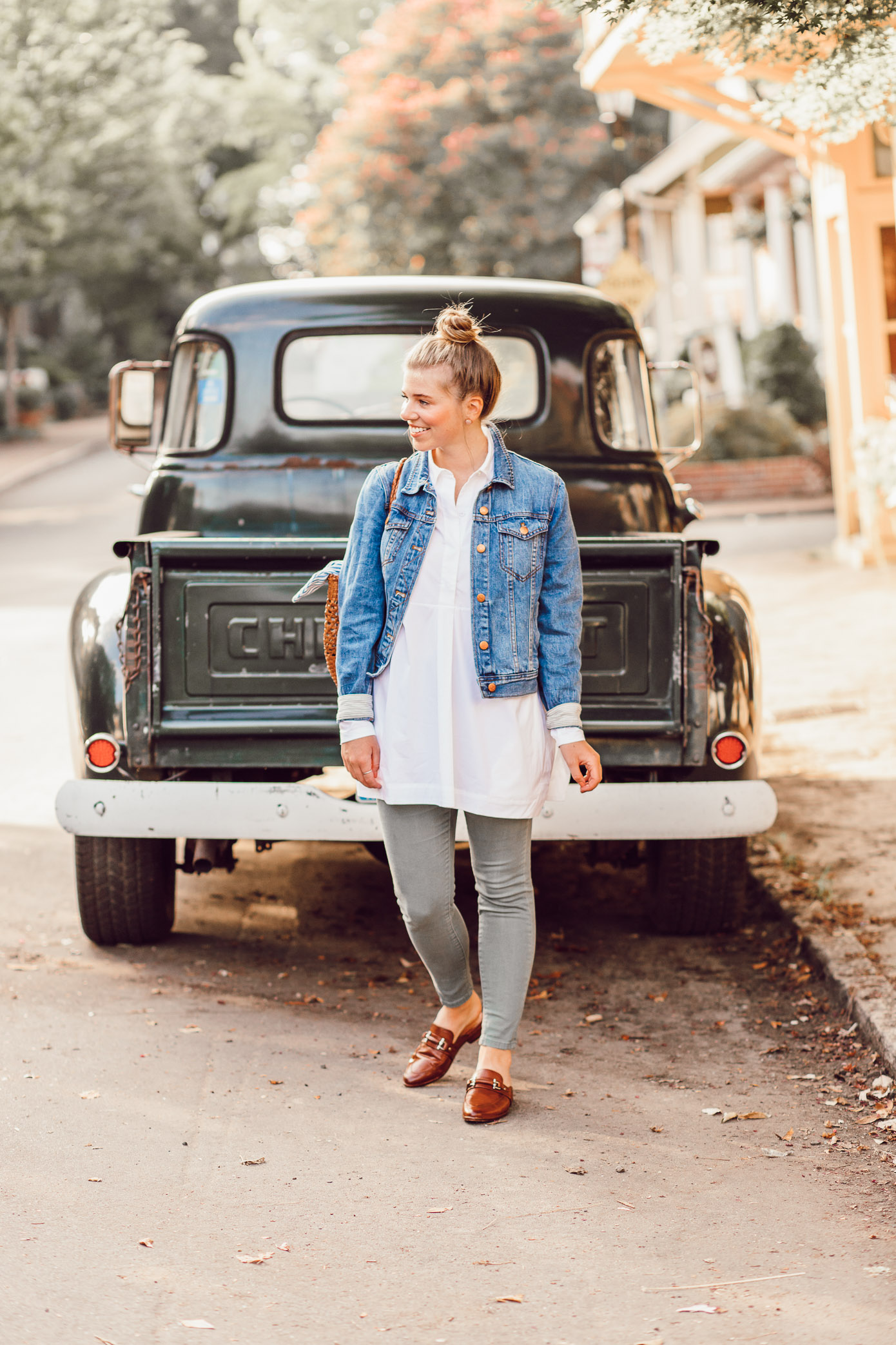 Styling Olive Green Jeans for Fall | 5 Ways to Get in the Fall Spirit featured on Louella Reese Life & Style Blog