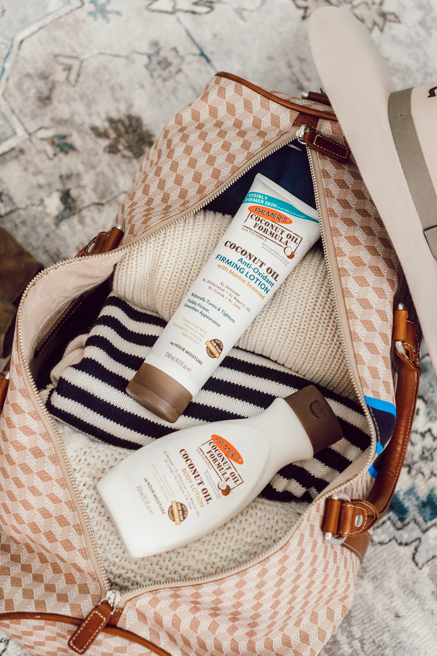 Five Ways to Hydrate Your Skin While Traveling