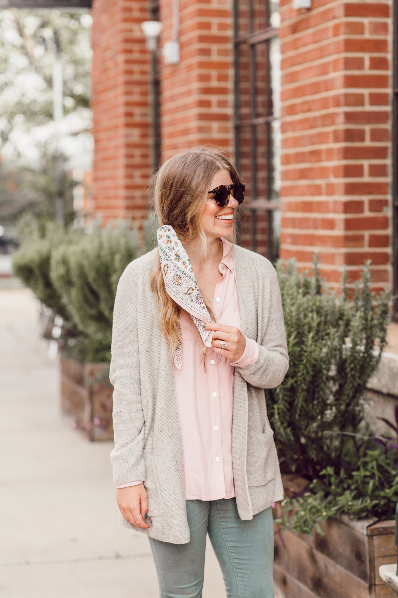 Feminine Fall Color Combo to Try featured on Louella Reese | How to Style a Scarf in Your Hair this Fall