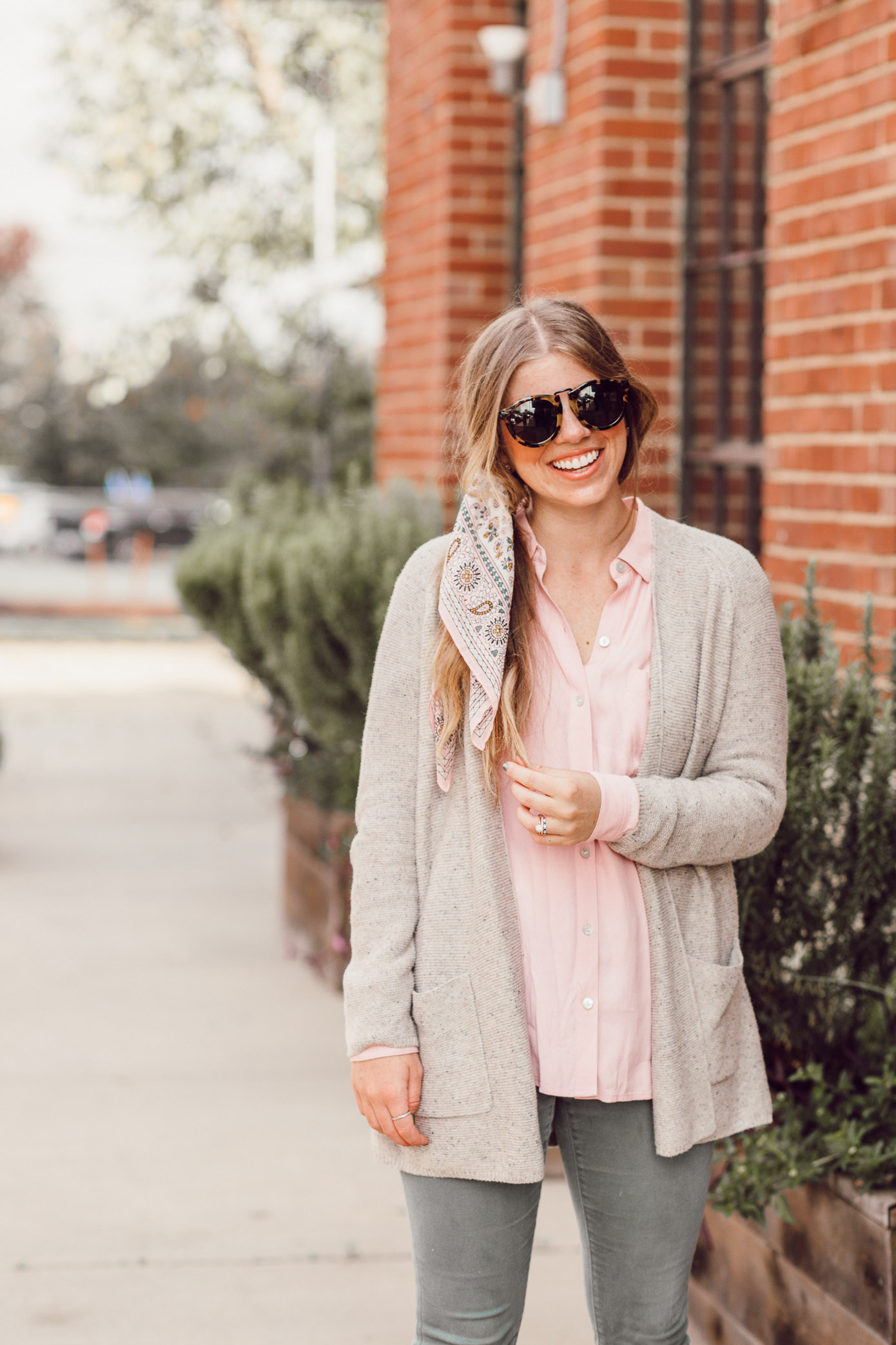 Feminine Fall Color Combo to Try featured on Louella Reese Life & Style Blog | How to Style a Scarf in Your Hair this Fall