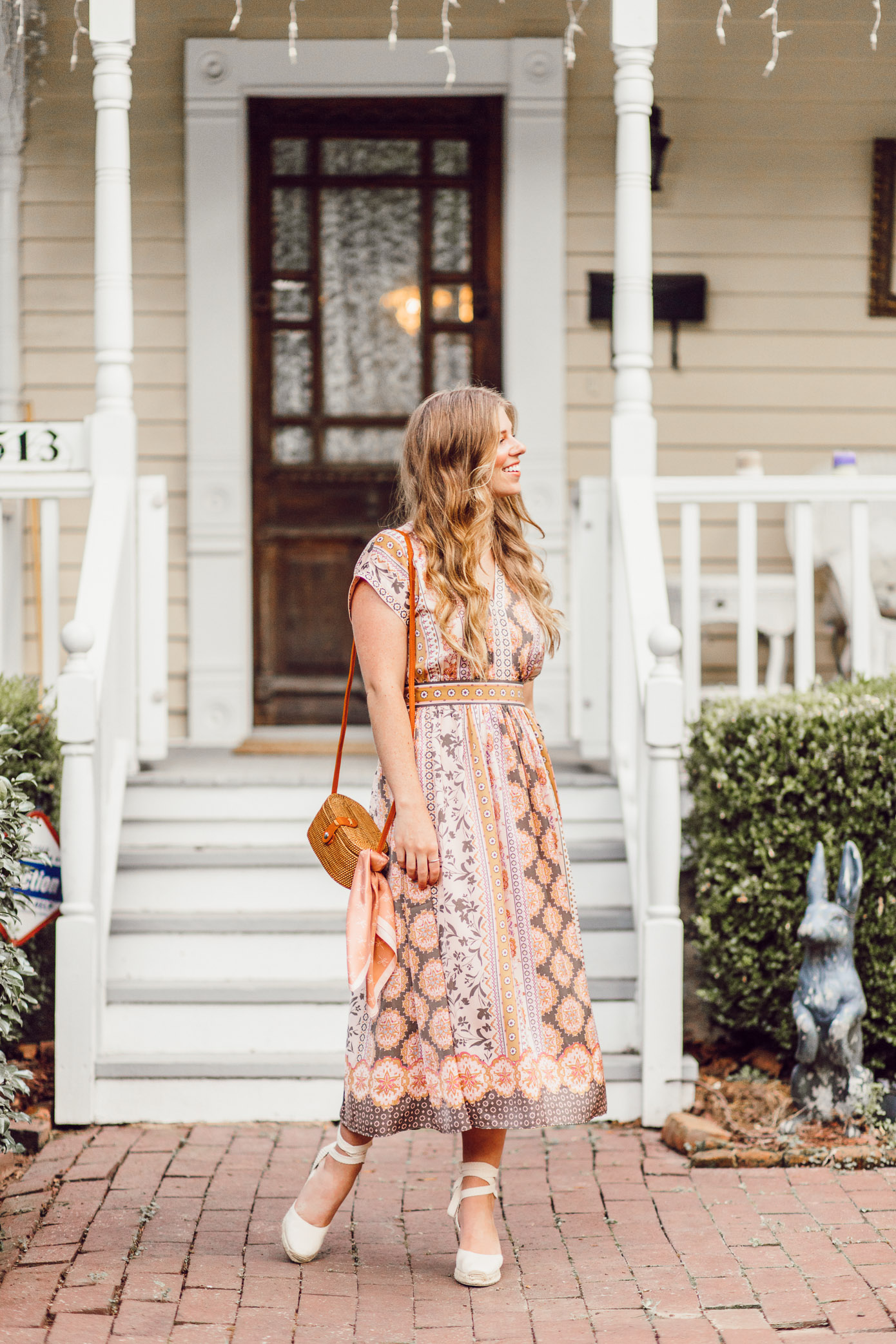 Fall Midi Dresses | The Perfect Midi Dress for Fall on Louella Reese #falldresses #mididress