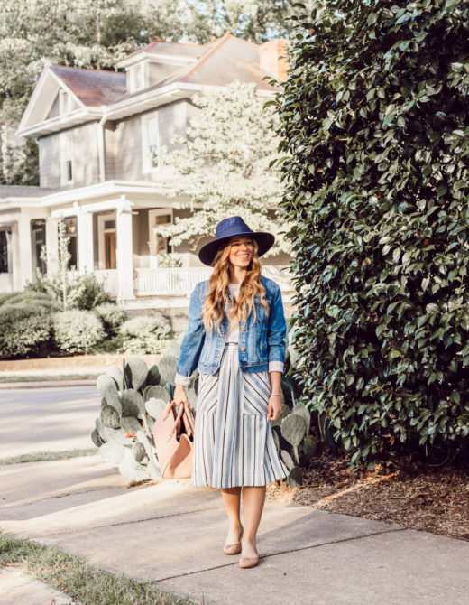 Casual Early Fall Style | What to Wear When It's Fall But Doesn't Feel Like It on Louella Reese Blog
