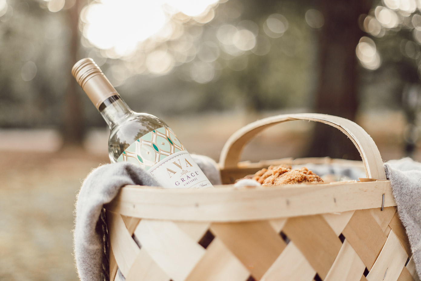 How to Put Together the Perfect Fall Hostess Gift with AVA Grace Wines featured on Louella Reese Blog