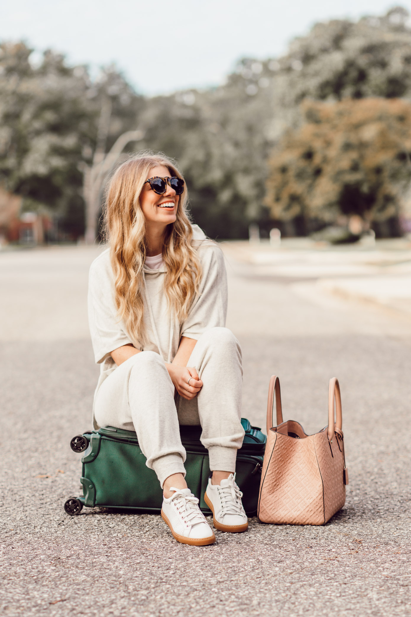 Cozy Fall Travel Style | What to Wear for Fall Travels featured on Louella Reese