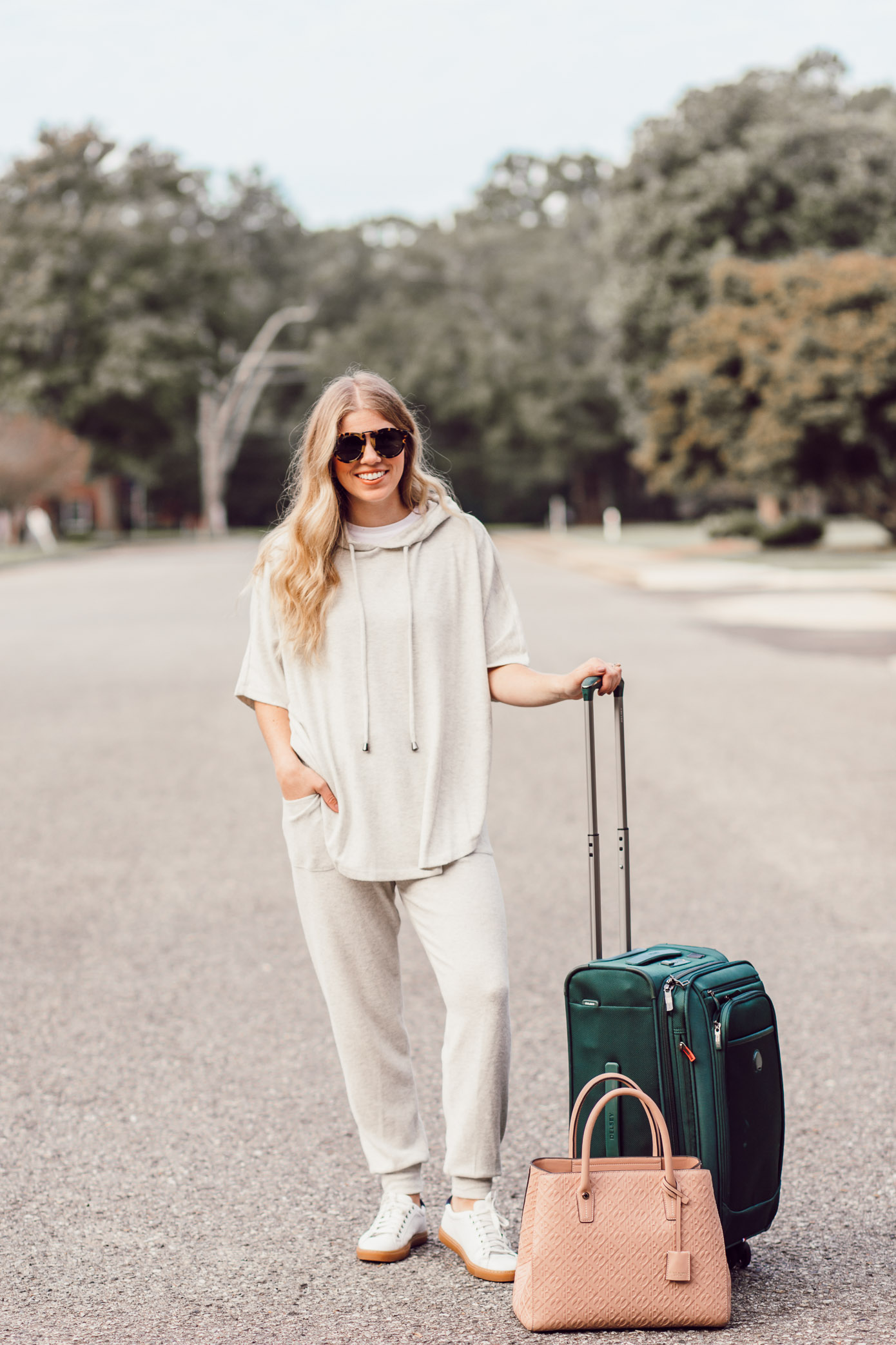 Cozy Fall Travel Style | What to Wear for Fall Travels featured on Louella Reese Blog