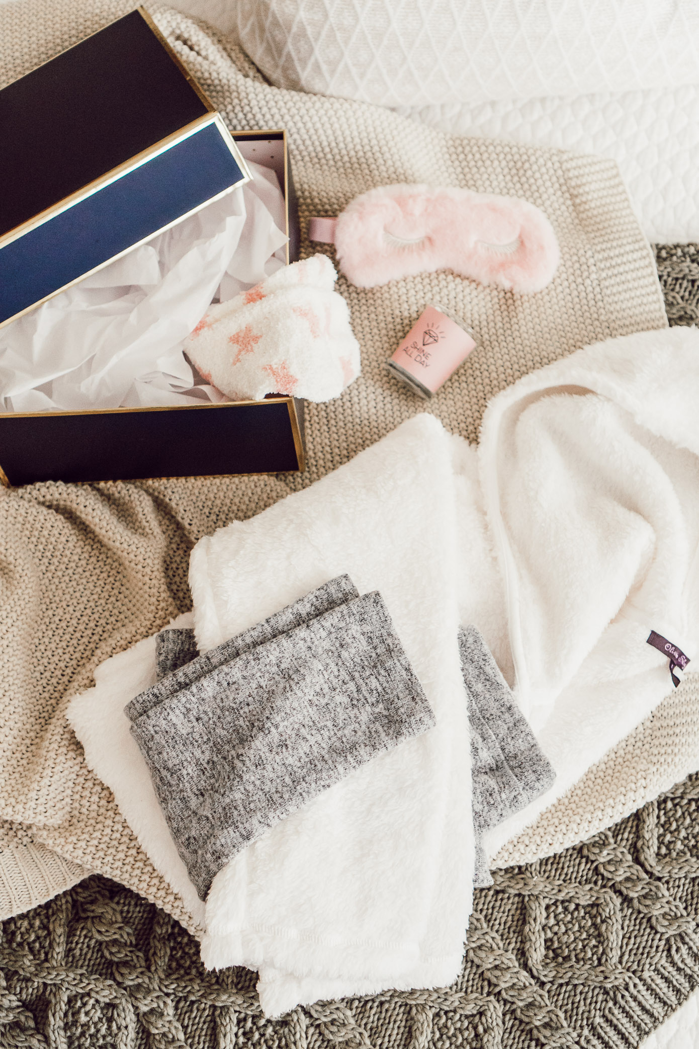 Cozy Gift Ideas | Homebody Gift Guide with Versona featured on Louella Reese Blog