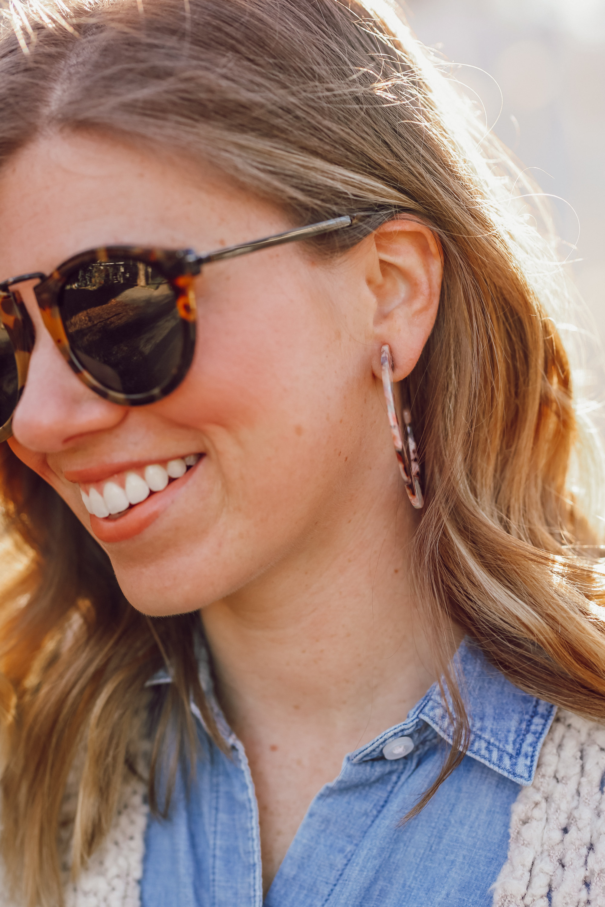 How to Pull off the 70s Trend in 2019 | Tortoise Shell Hoop Earrings | Louella Reese