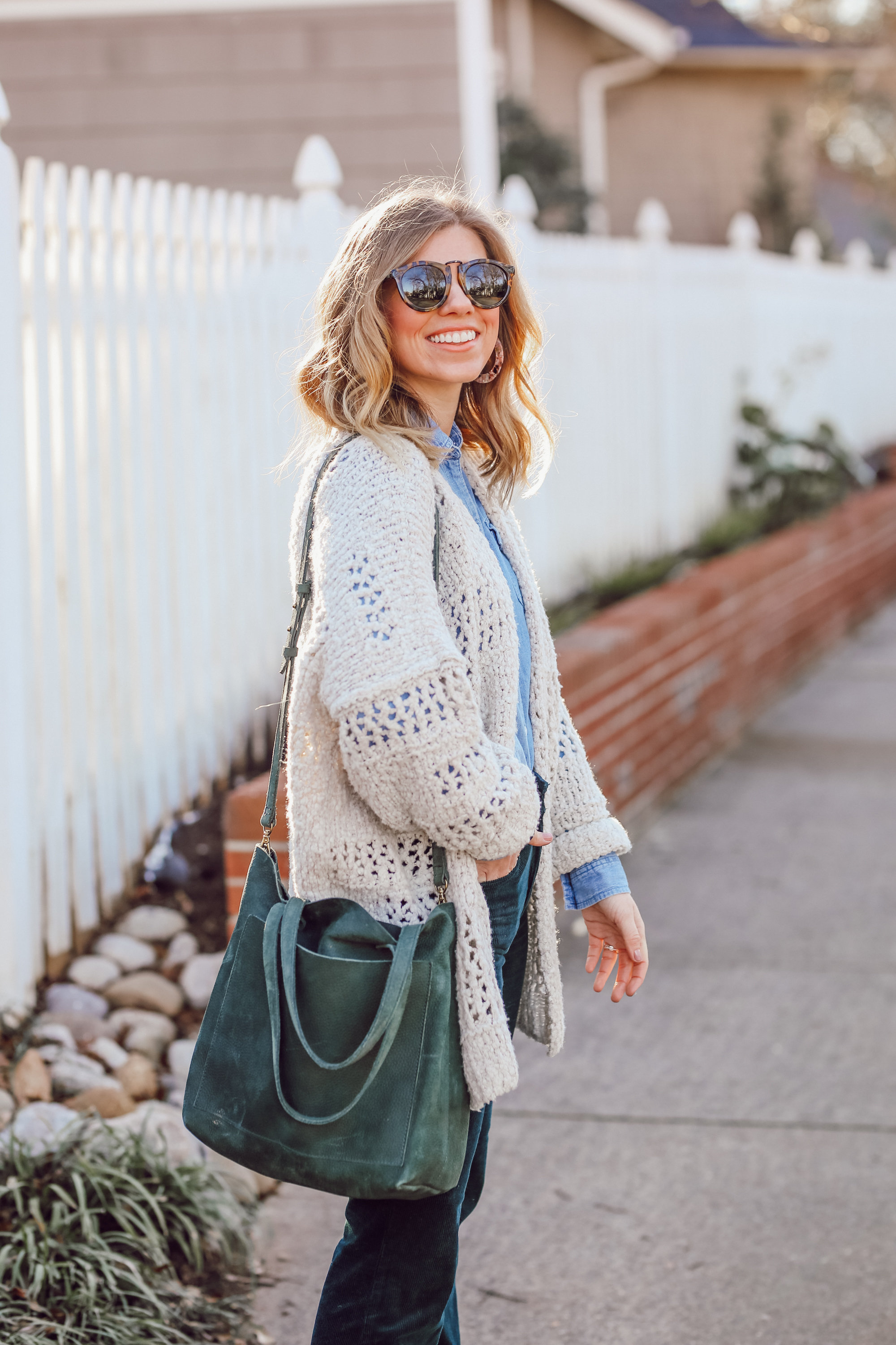 How to Pull off the 70s Trend in 2019 | Madewell Suede Transport Tote | Louella Reese
