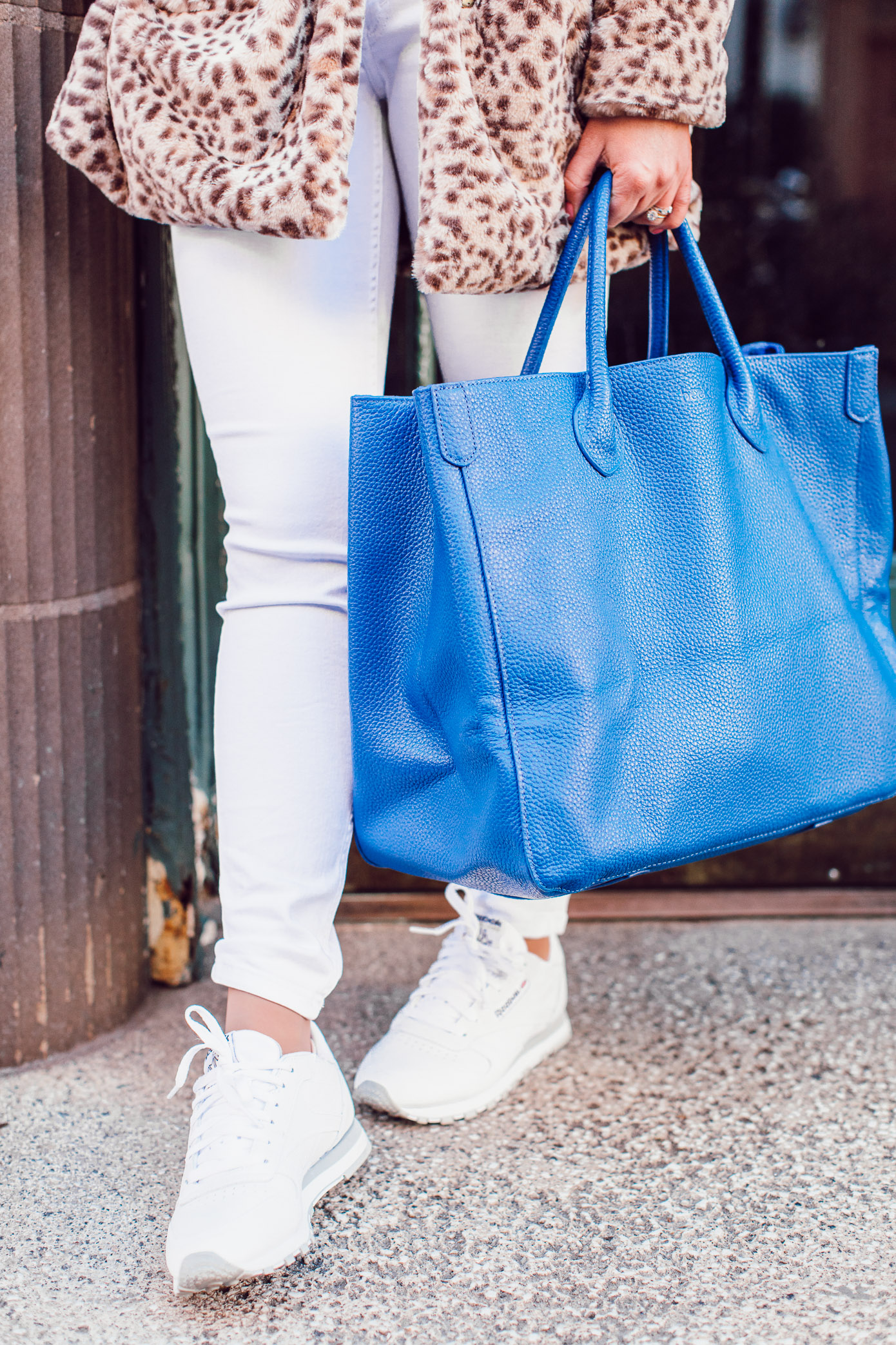 The BEST White Jeans to Transition into Spring | Beck Bags Havana Oversized Tote, Vineyard Vines White Jeans, Reebok Classic Leather Sneaker featured on Louella Reese