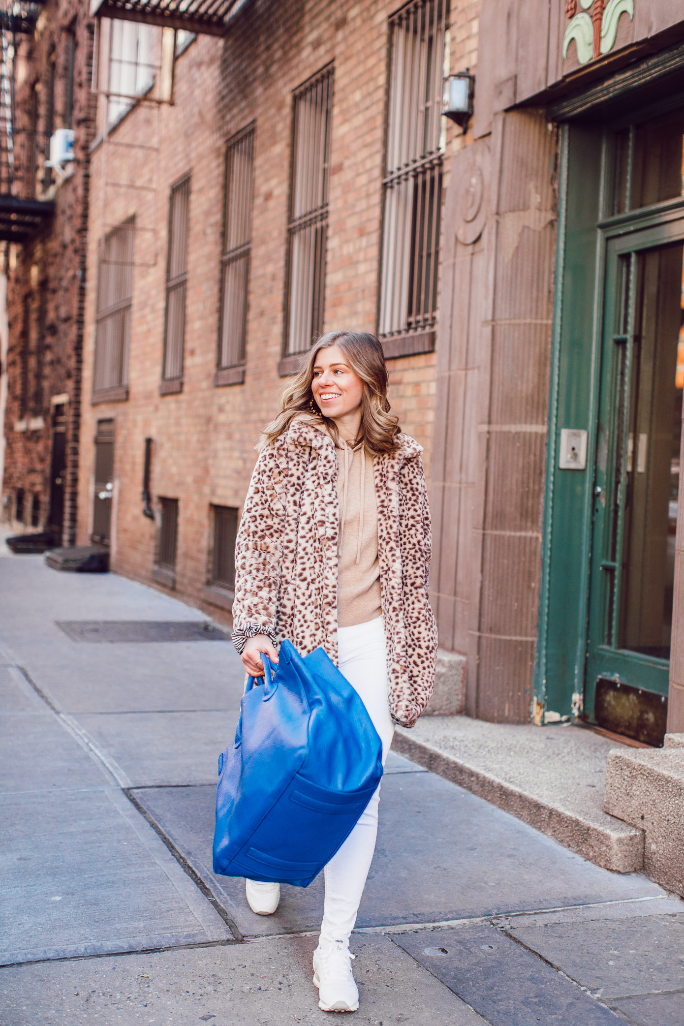 The BEST White Jeans to Transition into Spring | Casual Travel Style featured on Louella Reese