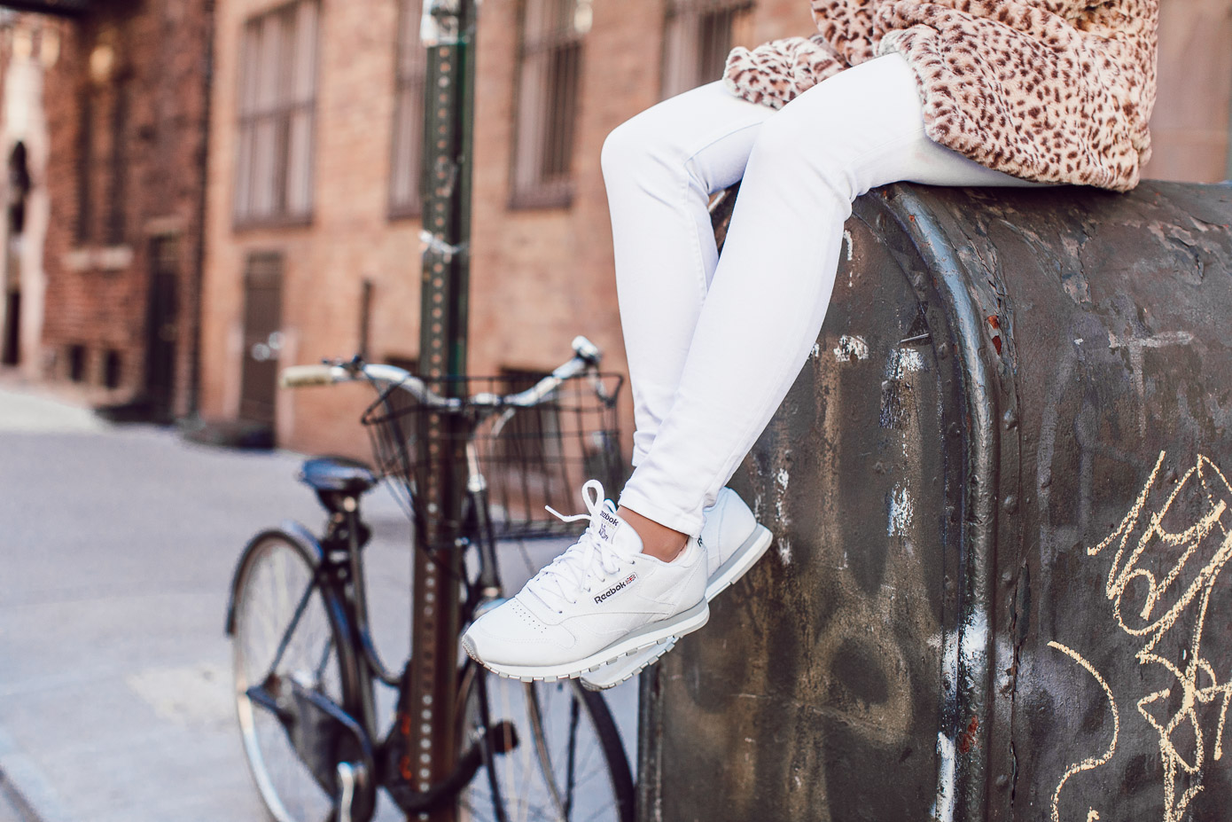 The BEST White Jeans to Transition into Spring | Vineyard Vines White Jeans, Reebok Classic Leather Sneaker featured on Louella Reese