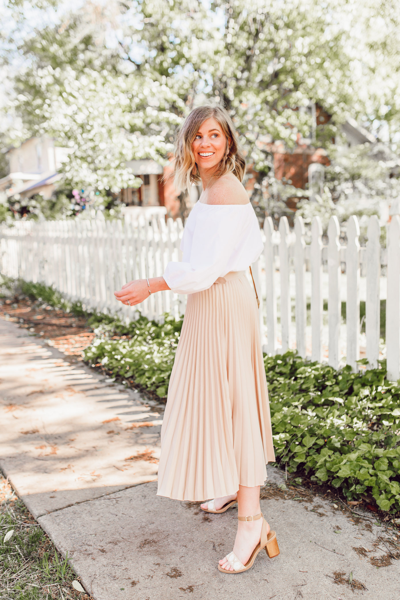 Tips for how to style and wear pleated midi skirts | ft. Chicwish, Jack Rogers, Lisi Lerch | Louella Reese