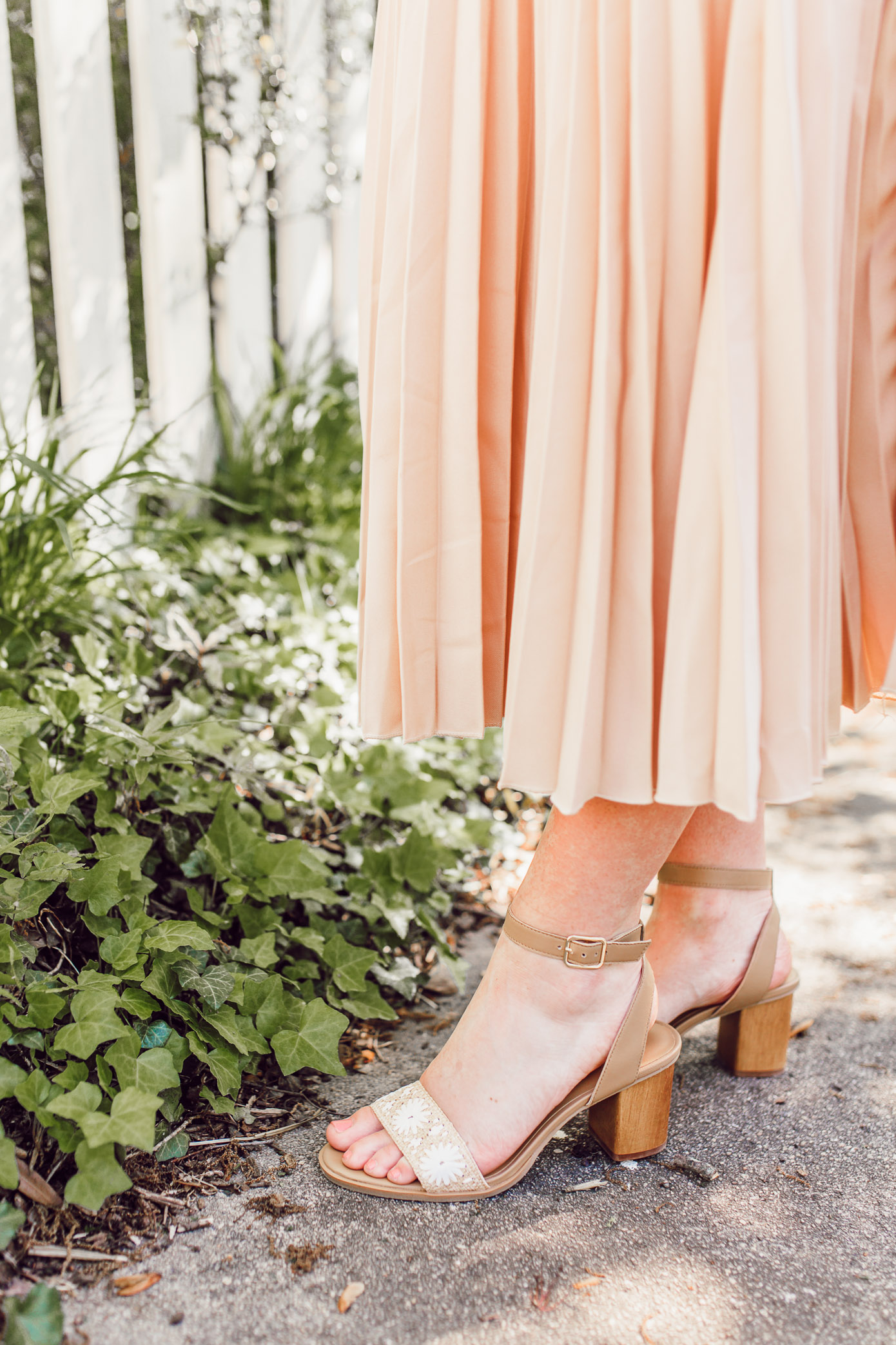 The must-have high heel sandals to shop for spring and summer with a neutral outfit | ft. Chicwish, Jack Rogers, Lisi Lerch | Louella Reese