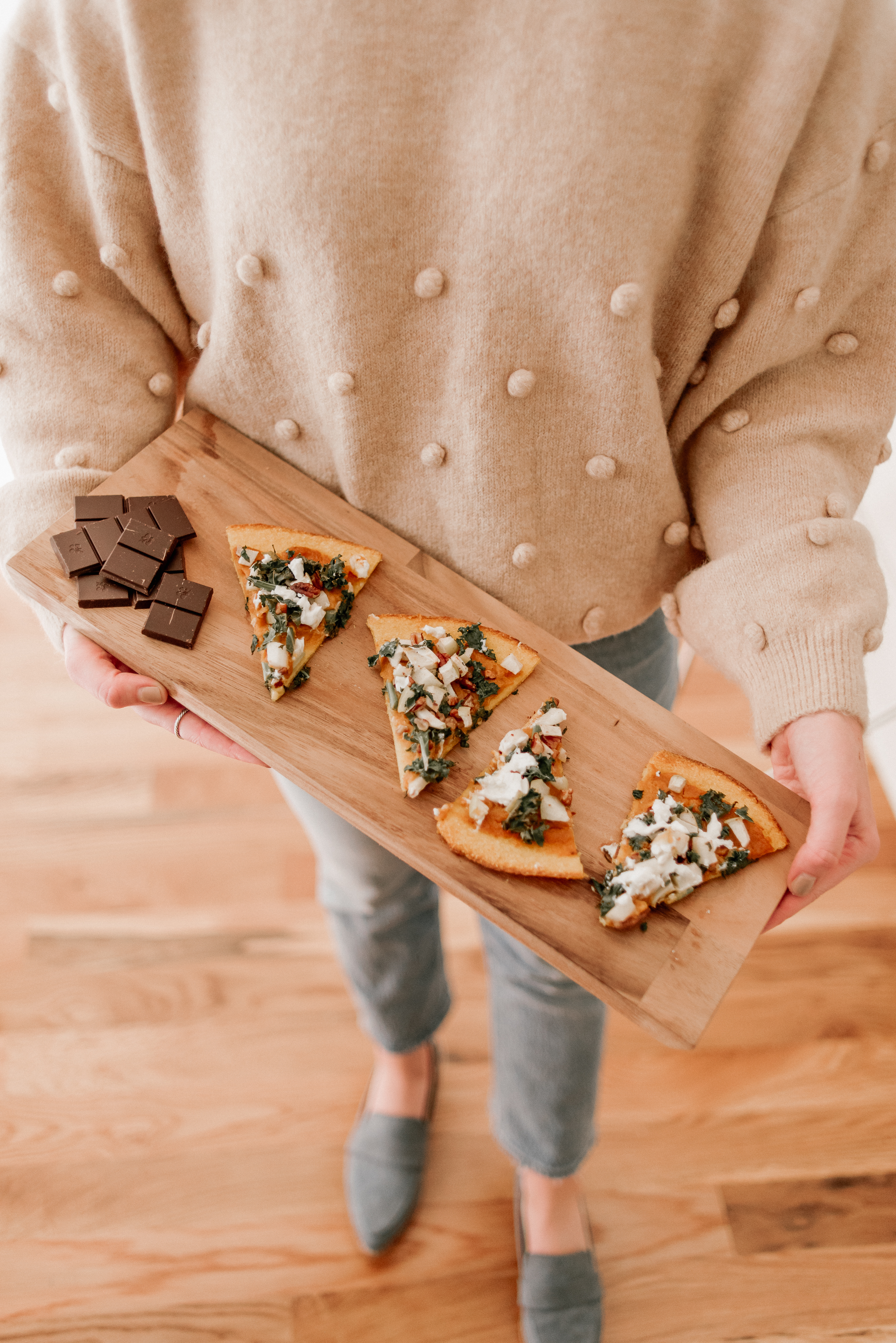 Easy & Delicious Fall Flatbread with Butternut Squash and Apples | Easy Fall Appetizer | Louella Reese