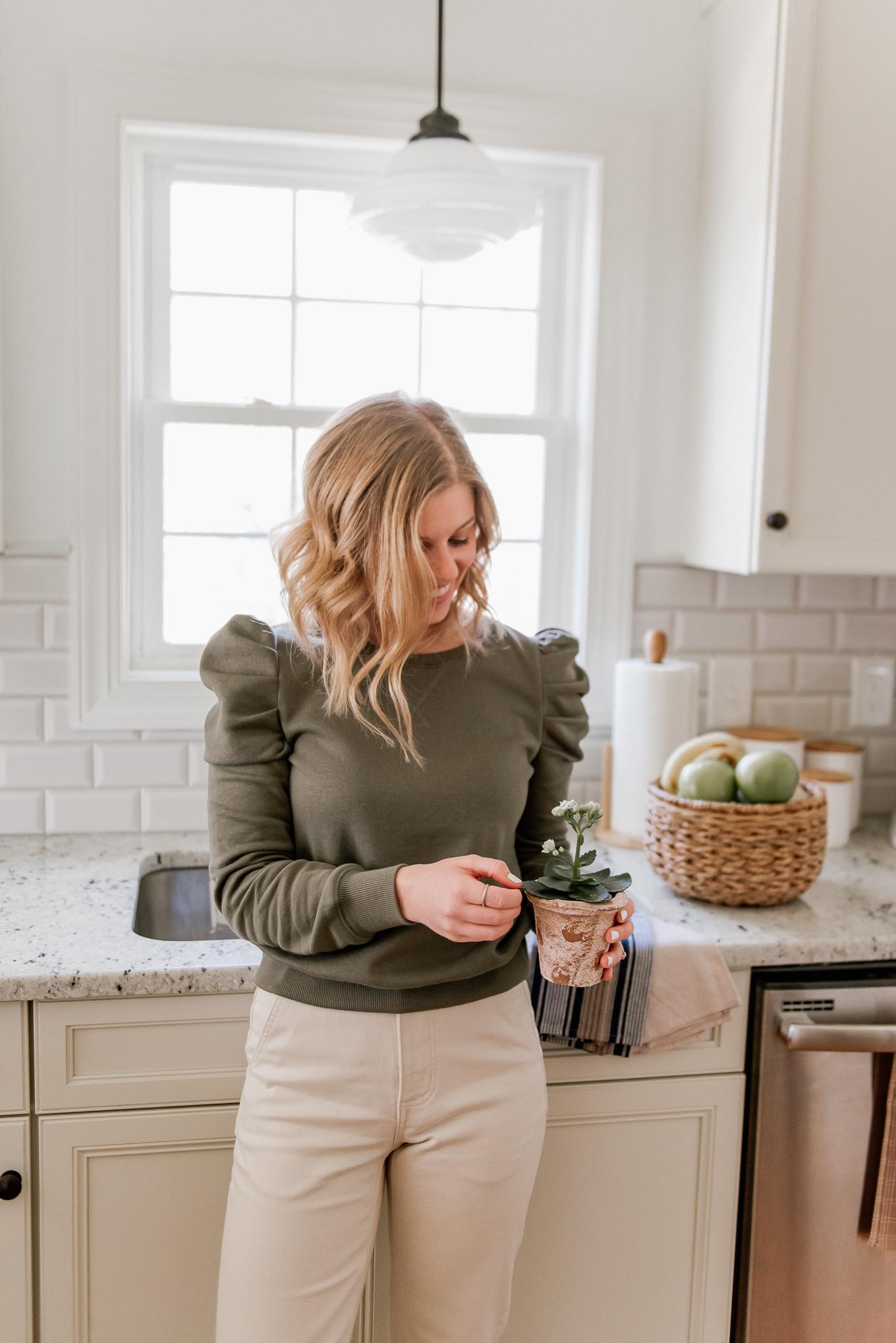 Kitchen Decor | Farmhouse Cottage Kitchen Decor | Louella Reese
